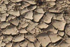 Droog gebarsten grond Stock Foto's