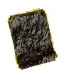 Droog geroosterd die zeewier op wit wordt geïsoleerd stock foto's
