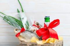 Droog vissen en bier, St Patrick ` s Dag, 23 Februari Stock Foto