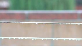 Drooglijn in een regenachtige dag stock videobeelden