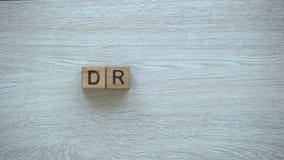 Droom, het woord van de eindemotie op houten kubussen, mogelijkheden, motivatie en doelstellingen stock footage