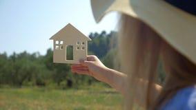 Droom van het bezitten van een huis ware komst stock videobeelden