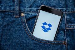Dropbox είναι μια ελεύθερη διανομή pics, βίντεο και έγγραφα app Στοκ Εικόνες