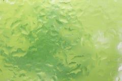 Droppar av regn på ett fönsterexponeringsglas färg Royaltyfria Bilder