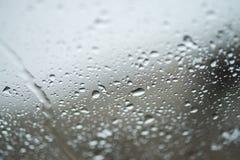 Droppar av regn på exponeringsglas Royaltyfri Bild