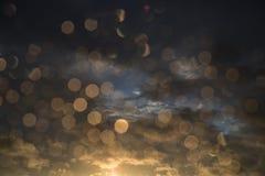 Droppar av regn på fönster efter en storm arkivbild