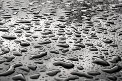 Droppar av vatten på yttersidan Abstrakt foto som bakgrund Arkivfoto