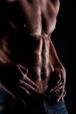 droppar man muskulöst naket magevatten Royaltyfri Foto