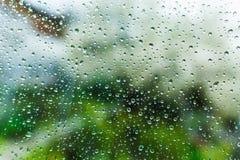 Droppar på fönstret, vått exponeringsglas Royaltyfri Foto