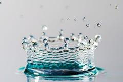 Droppe av vatten med kronan Royaltyfri Foto