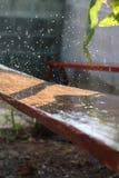 Droppe av vatten, når rainning royaltyfri foto