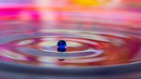 Droppe för blått vatten Arkivfoton