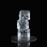 Droppe för iskuber och vatten Arkivbilder