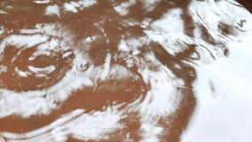 Droppe för regnvatten i lergods arkivfilmer