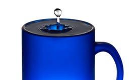 Droppe från exponeringsglaset med vatten royaltyfria bilder
