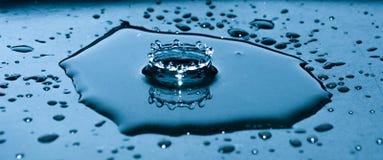 Droppe i vattnet Royaltyfri Foto