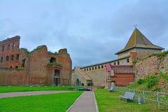 droppfängelsefall och monarkiskt torn i fästningen Oreshek nära Shlisselburg, Ryssland Royaltyfri Fotografi