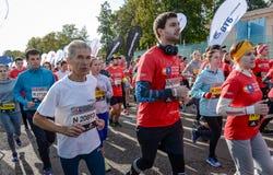 2016 09 25: droppMoskvamaraton Starta på 10 km Arkivbilder