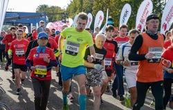 2016 09 25: droppMoskvamaraton Starta på 10 km Royaltyfri Fotografi