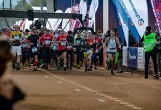 2016 09 25: droppMoskvamaraton Starten av 42na 0,85 km Arkivbild
