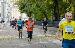 2016 09 25: droppMoskvamaraton 24-th km av maratonrutten Arkivbilder