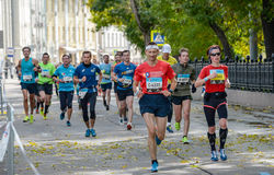 2016 09 25: droppMoskvamaraton 24-th km av maratonrutten Arkivbild