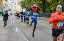 2016 09 25: droppMoskvamaraton 24-th km av maratonrutten Arkivfoton