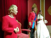 Drottning Elizabeth och brittisk kungafamiljenvaxstaty Arkivfoton
