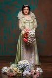 Drottning i kunglig klänning arkivbilder