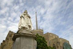 Drottning Victoria med den Blackburn domkyrkan royaltyfria foton