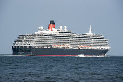 Drottning Victoria som för kryssningskepp är kommande i brittiskt vatten Arkivbild