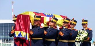 Drottningen Anne av Rumänien dör på 92 - ceremoni på Otopeni den internationella flygplatsen Royaltyfria Bilder