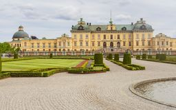 Drottninghlom-Palastansicht in die Stadt von Stockholm lizenzfreie stockfotos