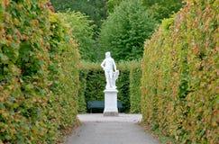 drottningholms arbeta i trädgården slottkunglig person Royaltyfria Bilder