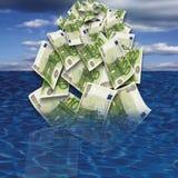 100 drowing在海,特写镜头的欧元钞票 免版税库存图片