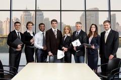 Drużyna biznesmeni w centrum biznesu obraz stock