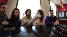 Drużyna młodzi ludzie zbiory wideo