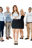 Drużyna młodzi ludzie biznesu oblega znęcać się kolegi zdjęcia royalty free