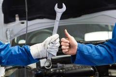 Drużyna mechanicy pracuje wpólnie Fotografia Royalty Free