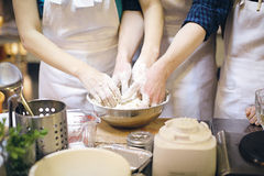drużyna pracy Bić chlebowego ciasto Obraz Stock