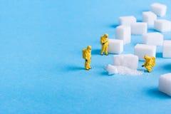 Drużyna prowadzi dochodzenie cukrowych sześciany Obrazy Stock