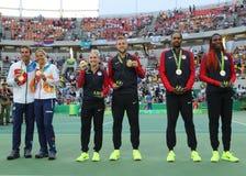 Drużynowy czech, drużynowy usa, usa piasków, skarpety i drużyny Taranujemy V (L) Williams podczas medal ceremonii po tenisa miesz Zdjęcie Stock