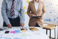 Drużynowy praca proces, Dwa business manager załoga pracuje z nowym s Obraz Stock