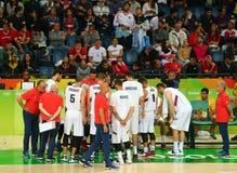 Drużynowy Serbia w akci podczas grupy A koszykówki dopasowania Rio 2016 olimpiad przeciw drużynowemu Francja Fotografia Royalty Free