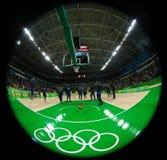 Drużynowy Stany Zjednoczone przygotowywa dla grupy A koszykówki dopasowania między Drużynowym usa i Australia Rio 2016 olimpiad Obrazy Royalty Free