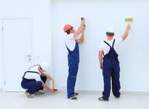 Drużyna budowniczych apretery pracuje indoors Zdjęcie Stock