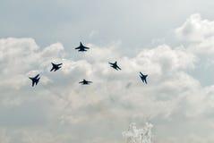 Drużynowa praca rosyjscy wojowników SU-27 rycerze Zdjęcia Stock