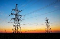 Druciana elektryczna energia przy wschodem słońca Zdjęcia Royalty Free