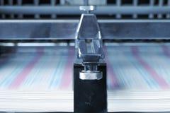 Druck auf Papier in der Druckerei Lizenzfreie Stockbilder