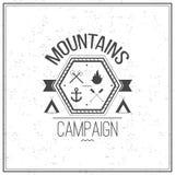 Druck auf T-Shirt Designthema der Berge kämpfen Stockfoto